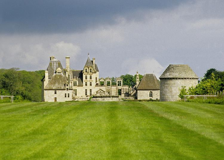 Profitez De Ces Journées Pour Découvrir Gratuitement Et Sous Un Angle Inédit, L'histoire Du Château De Kerjean ! à Saint Vougay