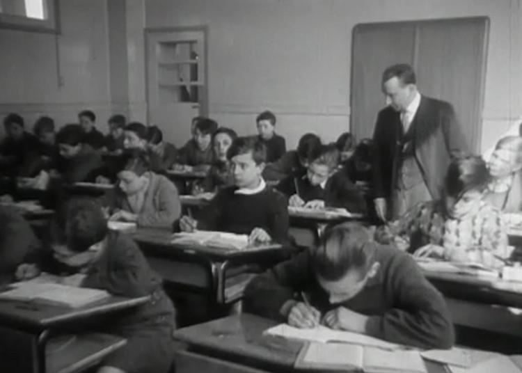 Projection Regards Sur La Jeunesse : Des Bancs De L'école Aux Joies De La Colo à Creteil