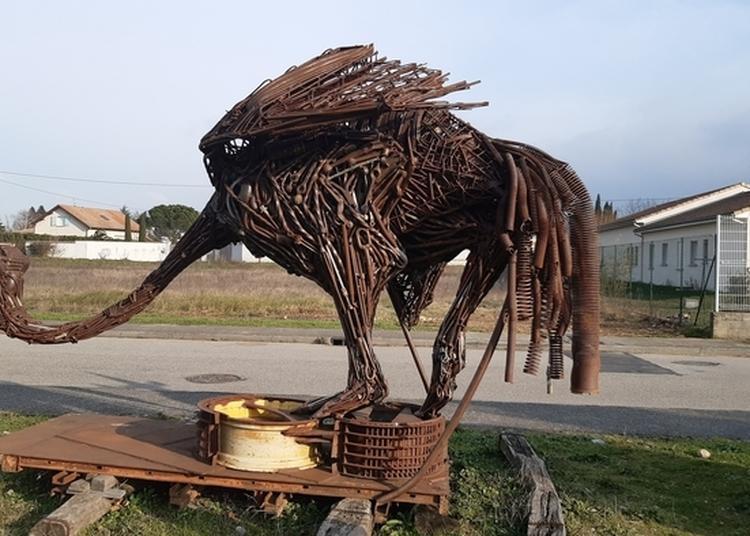 Sculptures Monumentales De Serge Roca En Extérieur À Valence