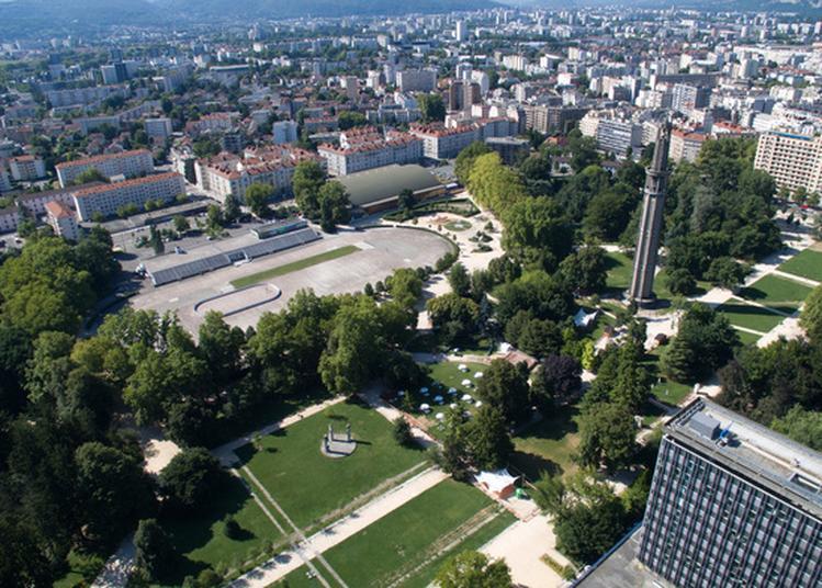 Spectacle De Rue Déambulatoire - Avenir Du Futur Au Parc Paul Mistral à Grenoble