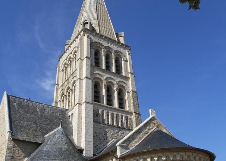 Table Ronde à L'eglise Romane Notre Dame à Melay