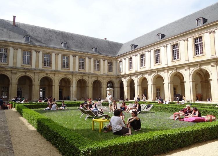 Temps Fort Dans Le Cloître, Quatre Démonstrations De Combats Simultanées ! à Reims