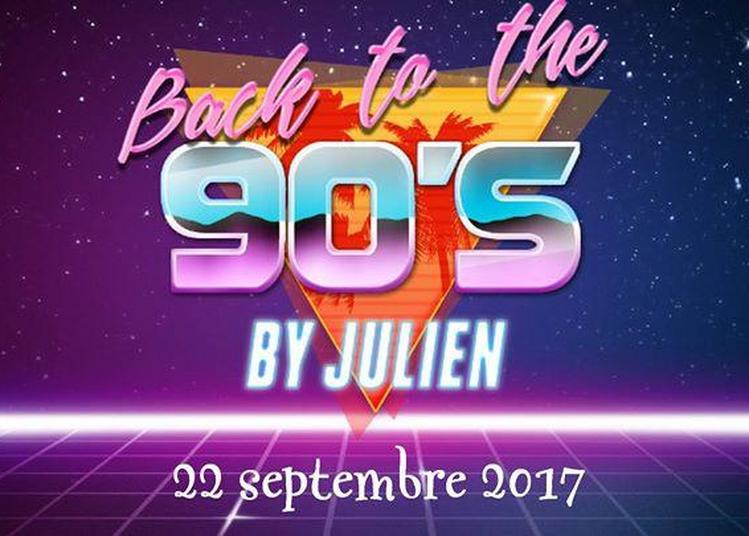 The barman is the DJ ! We love the 90's ! à Amiens