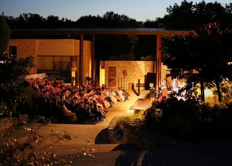 Théâtre sous les étoiles à Orgnac l'Aven
