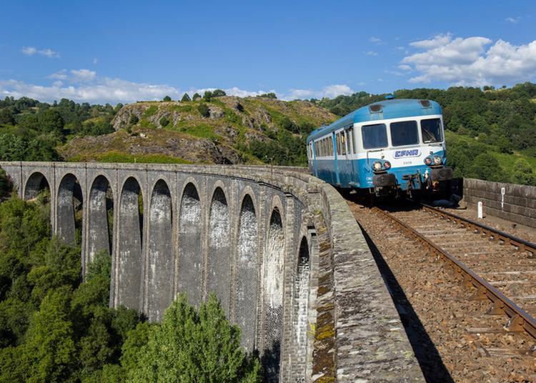 Train Touristique Gentiane Express à Riom Es Montagne