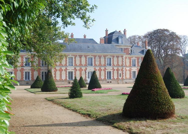 Un Château Exceptionnel Dans Un écosystème Végétal D'une Grande Richesse à Les Aubiers