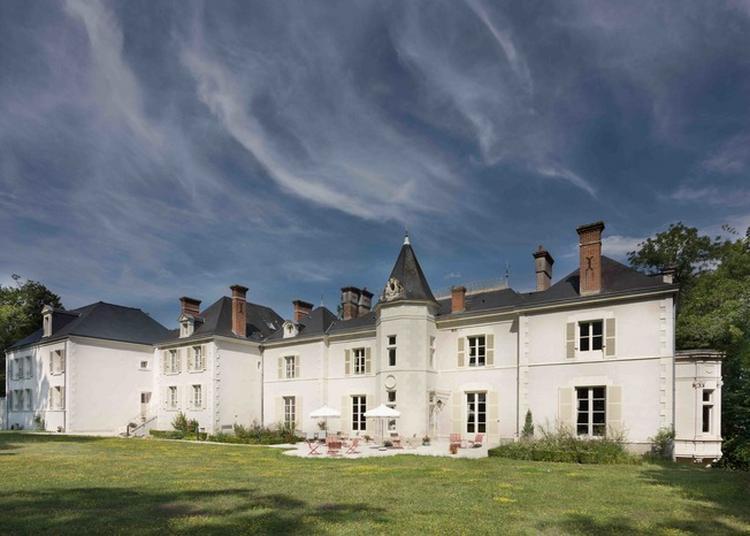 Un Château Qui Vit Avec Son Temps, Toujours Habité Depuis Près De Deux Siècles à Cellettes