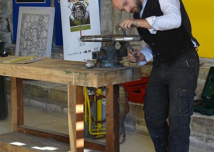 Un Forgeron Et Un Tailleur De Pierre Seront Installés Dans La Cour à Tours