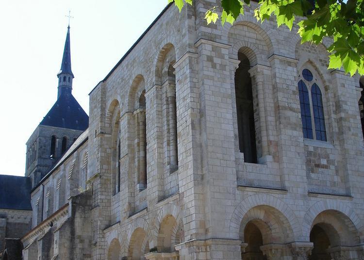 Un Moine Vous Fera Une Visite Guidée De La Basilique à Saint Benoit sur Loire