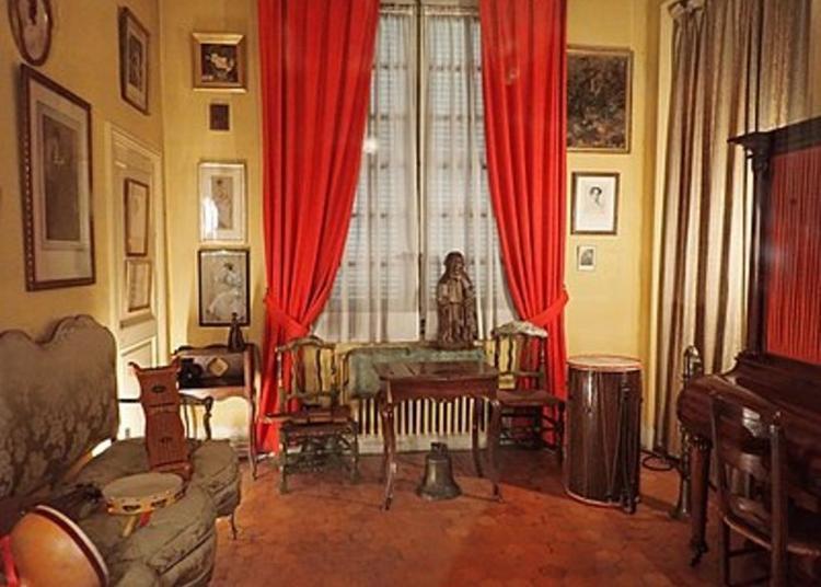 Une Oeuvre, Une Anecdote Au Palais Du Roure à Avignon