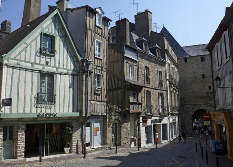 Vannes, Architecture De Bois, Architecture De Pierre