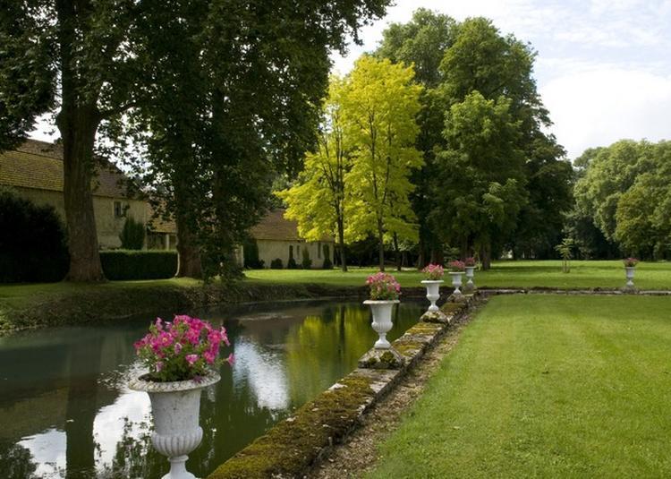 Venez Découvrir Un Parc Xixème Siècle, Attenant à Un Château Inscrit Au Titre Des Monuments Historiques. à Dinteville