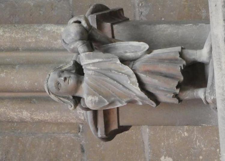 Venez Rencontrer Le Joueur De Soule Et Les Personnages Du Triforium De La Cathédrale à Nevers