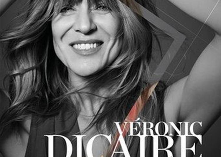Véronic Dicaire Dans Showgirl à Paris 15ème