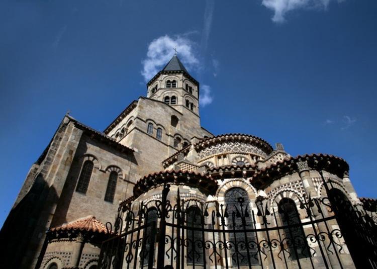Visite Clermont En Soirée: Plein Feu Sur La Basilique Et Cinq Fontaines. à Clermont Ferrand