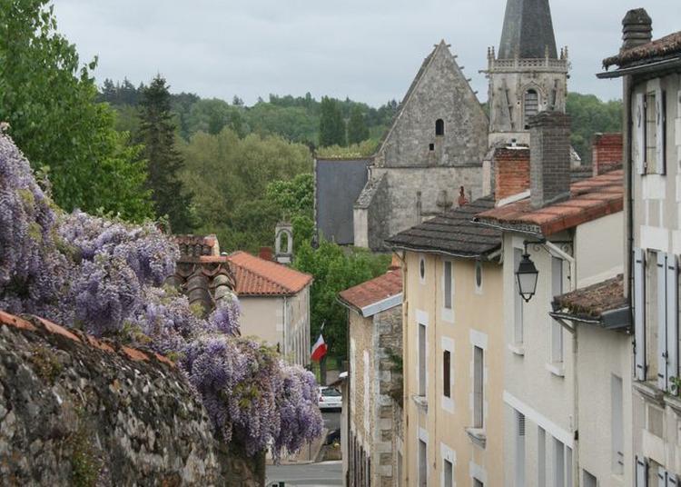 Visite Commentée Du Centre-bourg De Ligugé à Liguge