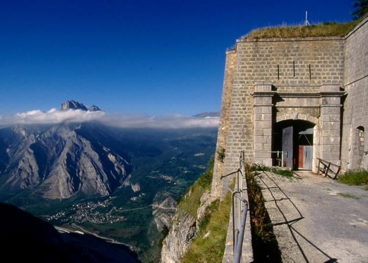 Visite Commentée Du Fort Du Télégraphe, Spectaculaire Belvédère Sur La Maurienne. à Valloire
