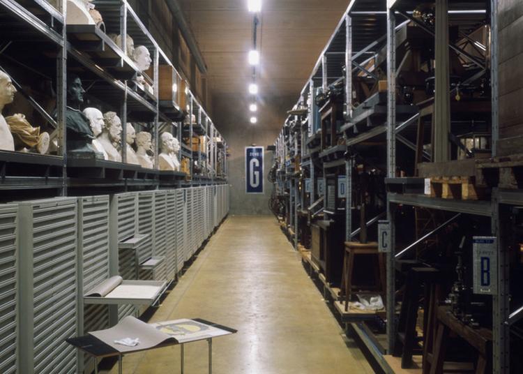Visite Commentée En Langue Des Signes Des Réserves Du Musée Des Arts Et Métiers à Saint Denis