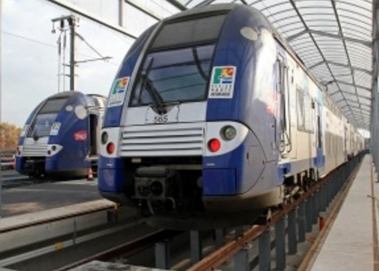 Visite D'un Atelier Sncf De Maintenance Des Trains à Clichy