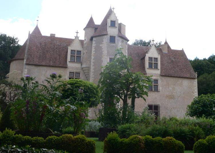 Visite D'un Authentique Château Du Xve Siècle Et De Ses Jardins à Chalandray