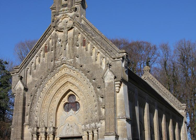 Visite D'une Chapelle Funéraire Du Xixe Siècle à Moutiers Sous Chantemerle