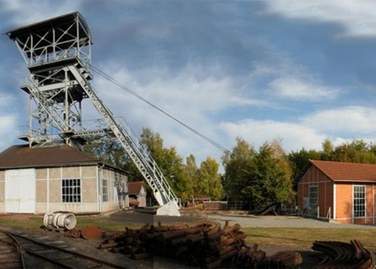 Visite D'une Galerie De Mine à La Machine