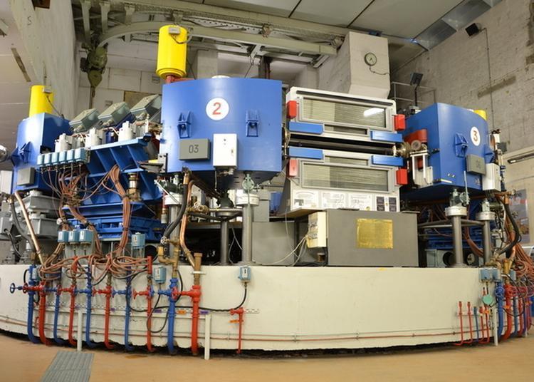 Visite De L'accélérateur De Particules à Orsay