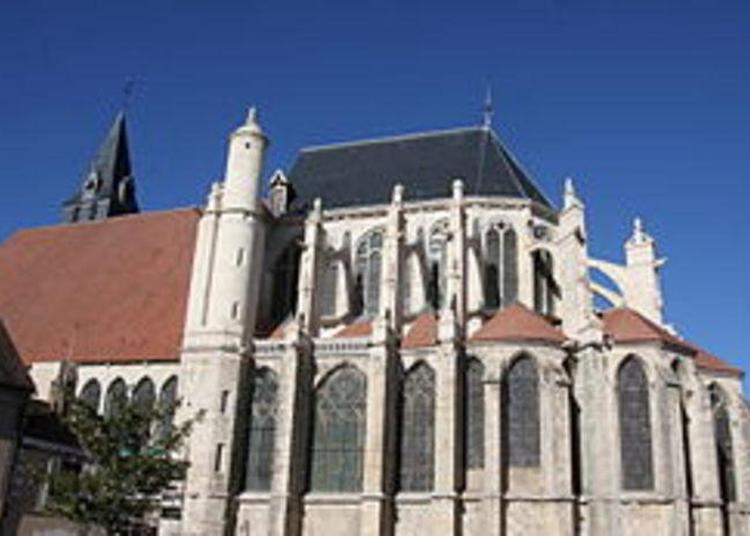 Visite De L'ancienne Collégiale Saint-pierre à Saint Julien du Sault