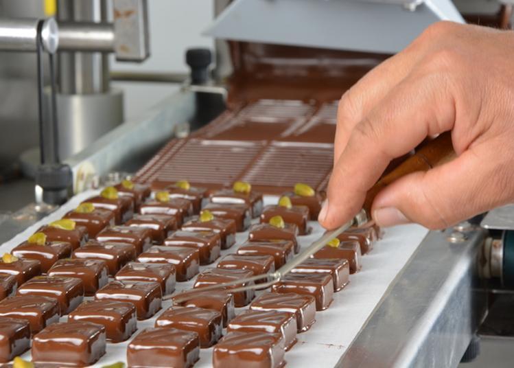 Visite De L'atelier D'une Chocolaterie Artisanale à Partir De La Fève De Cacao. à Bourg de Peage