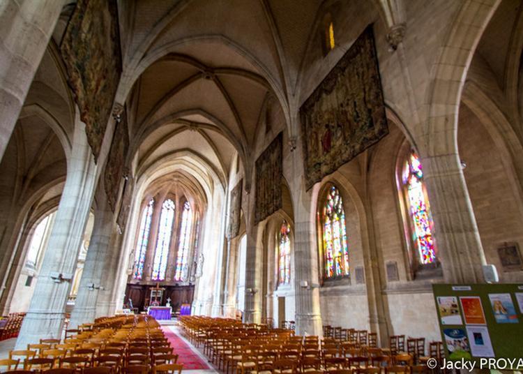 Visite De L'église à Montdidier