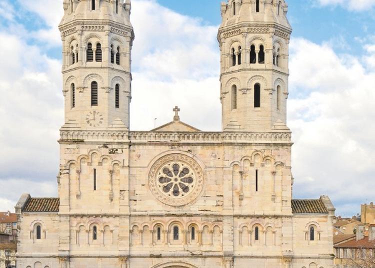 Visite De L'église Saint-pierre à Macon
