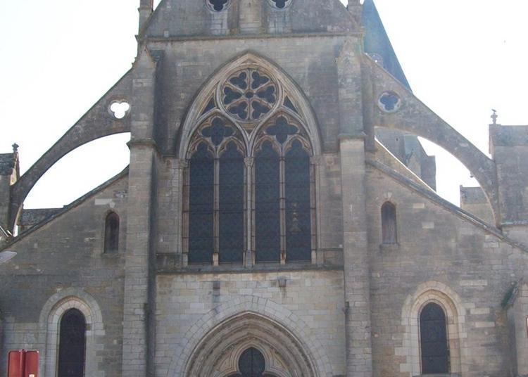 Visite De L'eglise Saint-pierre De Varzy