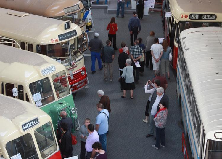 Visite De L'histo Bus à Le Pont de Claix