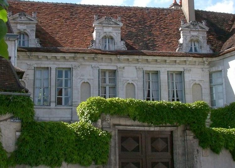 Visite De L'hôtel De Crôle à Auxerre