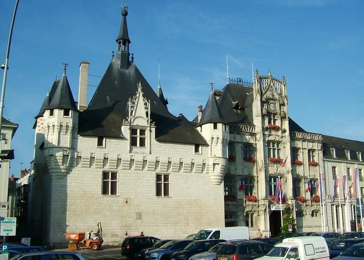 Visite De L'hôtel De Ville De Saumur