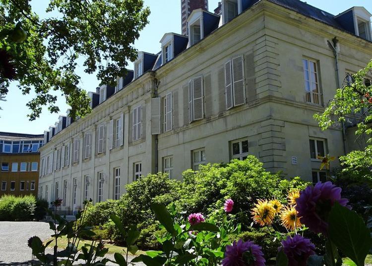 Visite De L'hôtel Préfectoral De La Mayenne à Laval