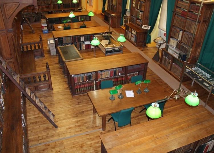 Visite De La Bibliothèque Diocésaine Gustave Bardy à Dijon