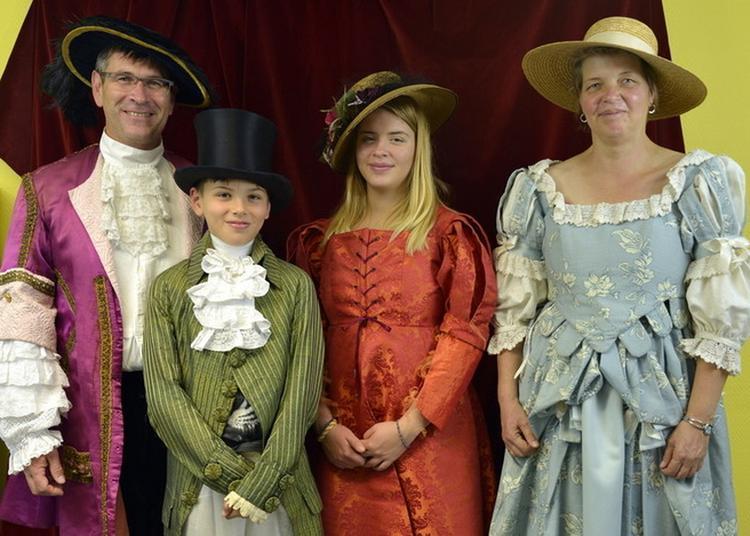 Visite De La Costumerie De La Mjc De Sainte-foy-les-lyon. à Sainte Foy les Lyon