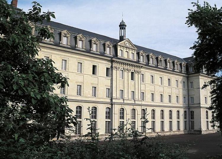 Visite De La Salle Capitulaire Et Du Cloitre à Angers