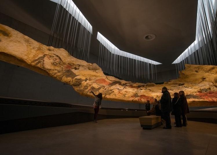 Visite, Démonstration Et Conférence Au Centre International De L'art Pariétal De Montignac