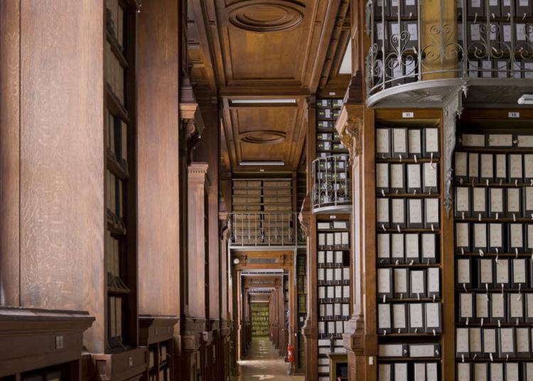 Visite Des Grands Dépôts D'archives Pour Les Enfants à Paris 4ème