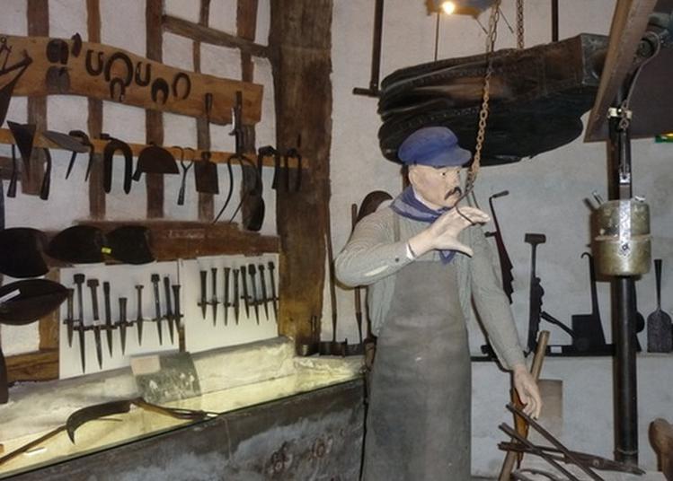 Visite Du Musée Du Patrimoine Culturel De Saint-julien-du-sault à Saint Julien du Sault