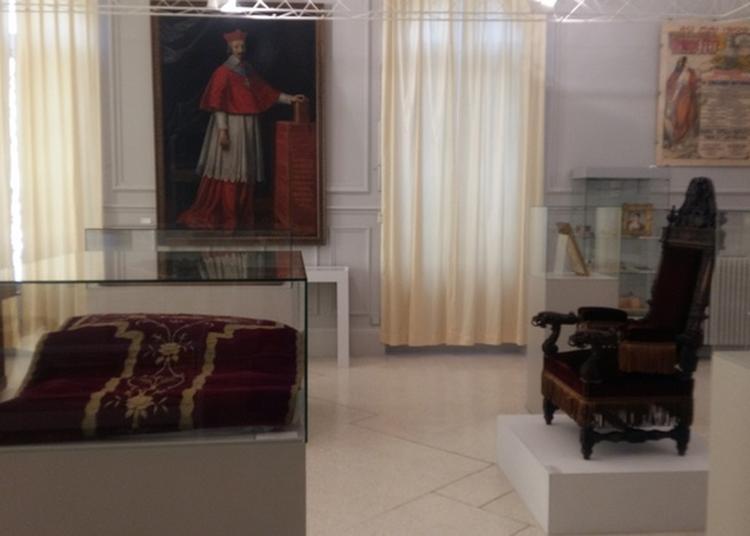 Visite En Famille De L'exposition Fil Rouge, Rueil De L'an 1000 à L'an 2000 à Rueil Malmaison