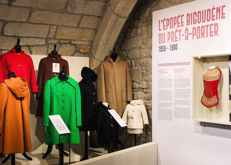 Visite En Nocturne De L'exposition L'épopée Bigoudène Du Prêt-à-porter à Pont l'Abbe