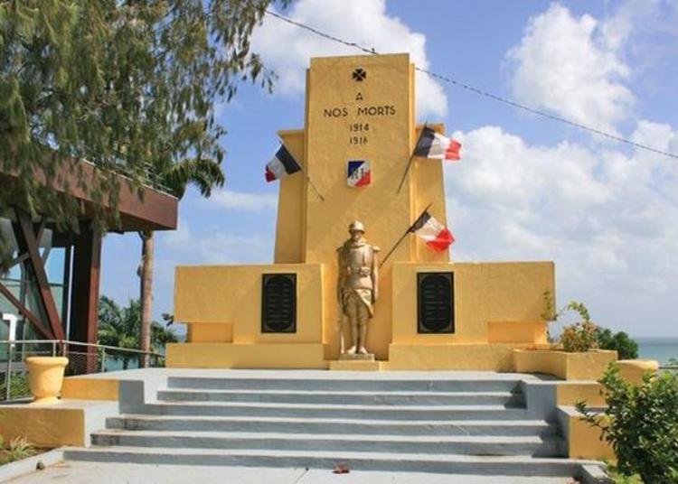 Visite Guidée D'un Monument Aux Morts à Baie Mahault