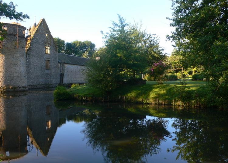 Visite Guidée D'une Maison Forte Du Xivème Siécle à Beaulieu Sous Parthenay