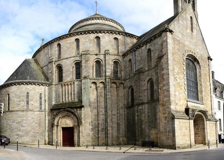 Visite Guidée De L'abbaye Sainte-croix à Quimperle