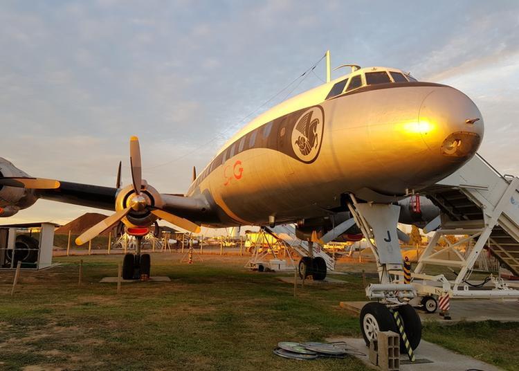 Visite Guidée De L'avion Lockheed L1049 G Super Constellation F-bgnj Sur La Plateforme Aéroportuaire De Nantes à Saint Aignan Grandlieu