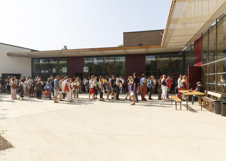 Visite Guidée De L'histoire Du Festival D'avignon à Travers La Fabrica à Avignon
