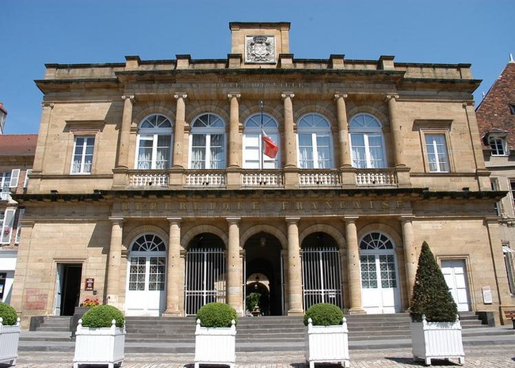 Visite Guidée De L'hôtel De Ville De Moulins Avec Les élus.